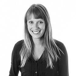 Laura LaRiviere bio picture